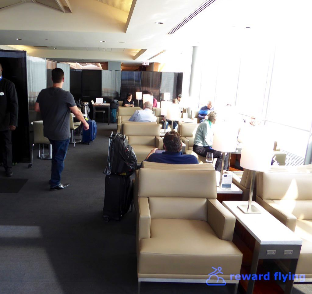 photo nh113 ord lounge 3